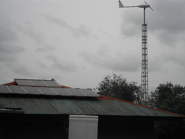 Aerogenerador Bornay 3000 en Radio Ditunga