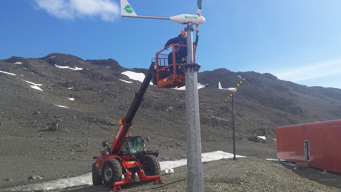 Small Wnd Turbine installed at Spanish Antarctic Expedition